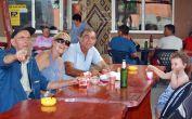4 Generationen an einem Tisch