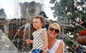 Am Springbrunnen auf der Temeswarer Flaniermeile, der füheren Lloyd-Zeile