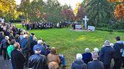 Im Anschluss fand eine Totengedenkfeier am Vertriebenen-Denkmal auf dem Karlsruher Hauptfriedhof statt