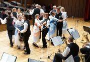 Volkstanzvorführung der Jugendtrachtengruppe unter der Leitung von Heidi Müller