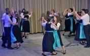 Die Jugend- und Erwachsenen-Tanzgruppe