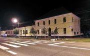 Das ordentlich gepflegte Kulturheim bei Nacht