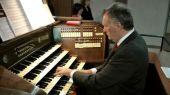 Franz Metz an der Orgel in der Kirche Sankt Bernhard