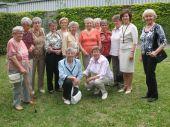 Gruppenbild mit ehemaligen Deportierten aus der Ortschaft Frumusita