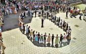 Volkstänze aus dem Banat mit den Weinbergmusikanten in der Ulmer Fußgängerzone