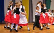 Tanzvorführung der Erdbeertanzgruppe