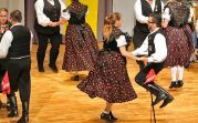 Tanzvorführung der Donauschwäbischen Trachtengruppe Neureut