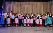 Zum Schluss ein Gruppenbild mit allen Mitwirkenden der Tanzgruppen