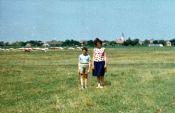1965, auf der Hutweide, im Hintergrund die Kühe der LPG
