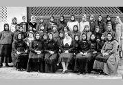 Der Katholische Frauenverein 1932 im Hof der Familie Wolf (415)