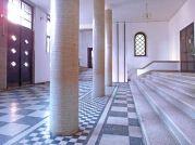 Eingangsbereich der von Architekt Michael Wolf 1937 gestalteten ehemaligen Klosterschule des Notre-Dame-Ordens in Temeswar